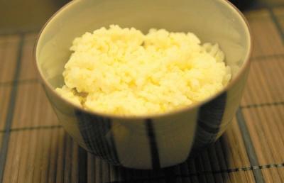 小さめの丼に、七分搗き米のご飯