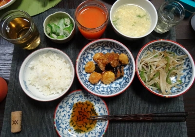 茄子と海老の酢豚風&焼き餃子の夕食