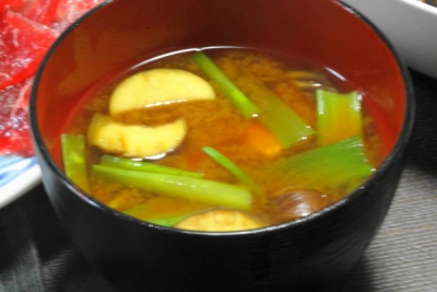 茄子とつるむらさきの味噌汁