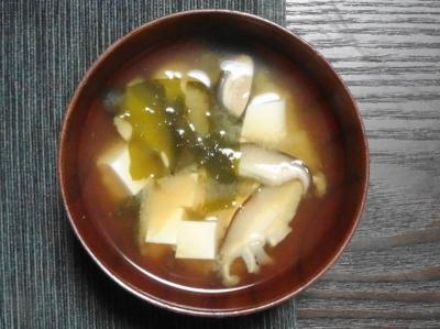豆腐と椎茸の味噌汁