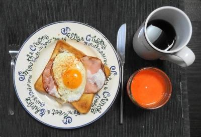 ハムエッグトースト(半熟)の朝食