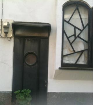 黒窓とドア