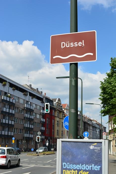 デュッセル川の看板