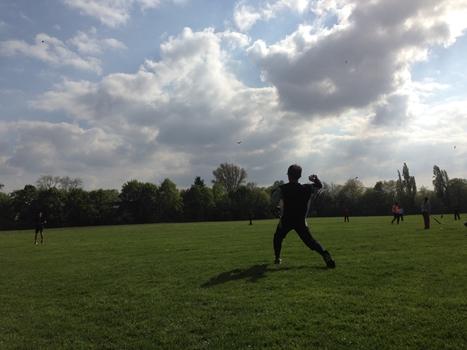 公園でソフトボール
