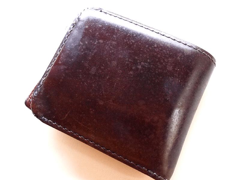 雨ジミが出来てしまったコードバンの財布