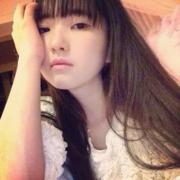 若すぎる中国女性1