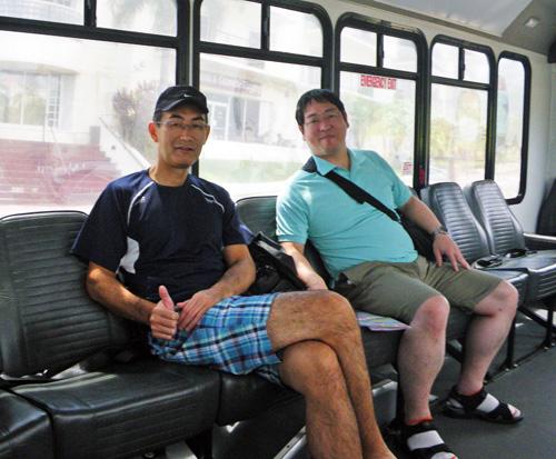 バスの中清さんと森山さんcc