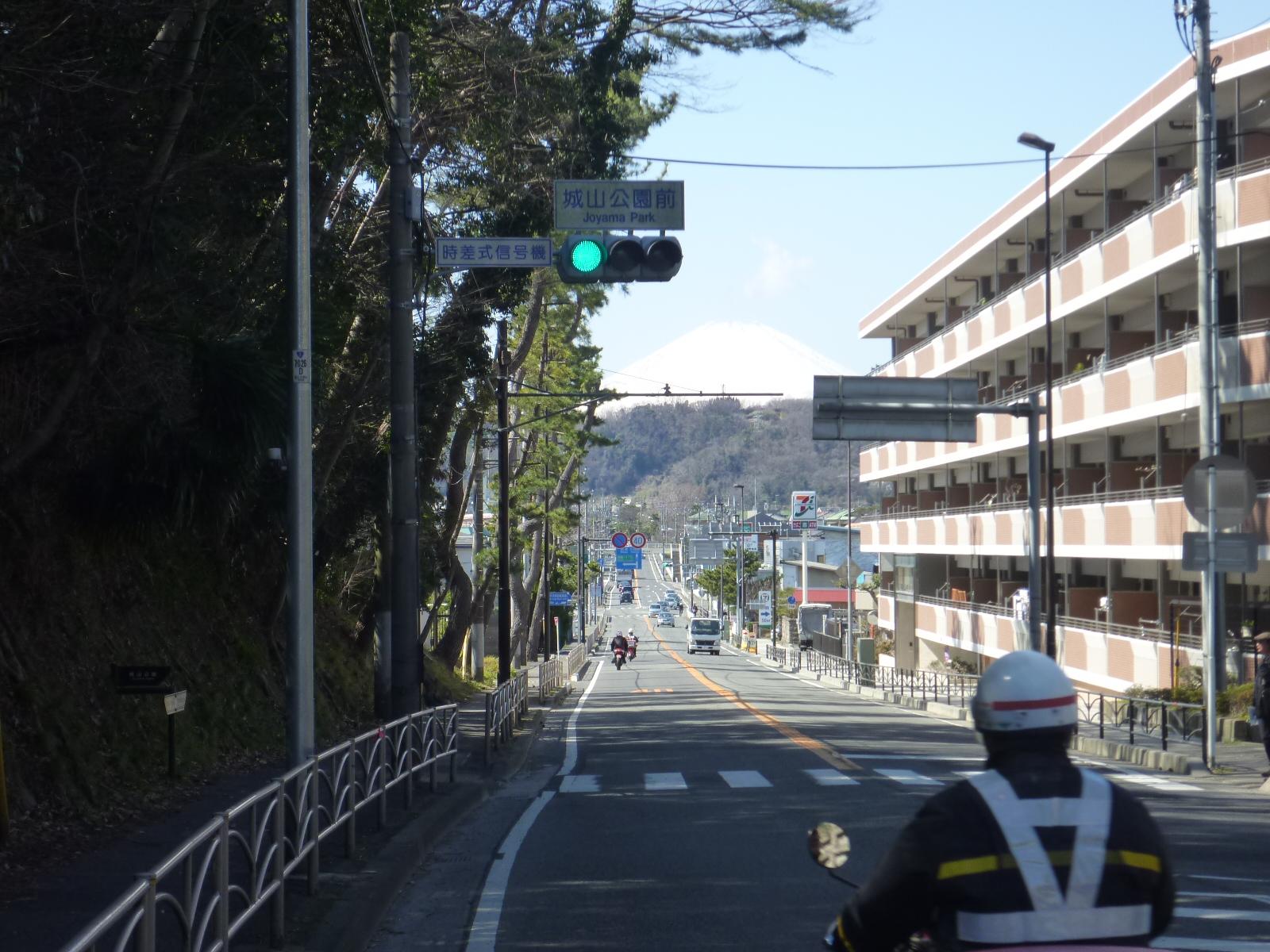 大磯から富士山を望む