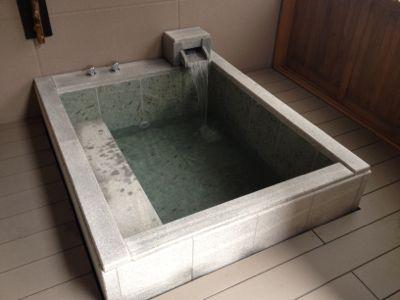 露天風呂の準備をします