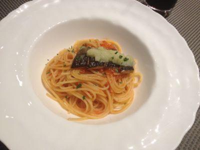 秋刀魚と黄ニラのピリッと辛いトマトソーススパゲッティ 磨り下ろし蕪を添えて