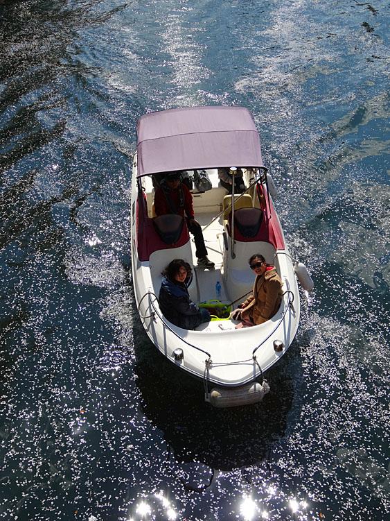 140405桜の大岡川を往く舟たち09
