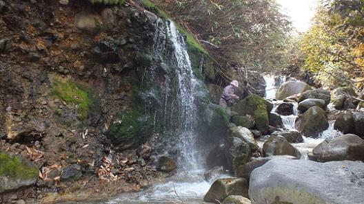 ニセコイオウ川湯滝 (7)
