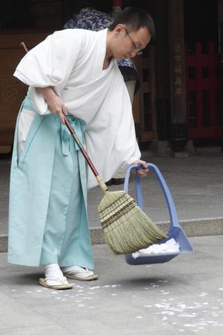sweepedpaper.jpg