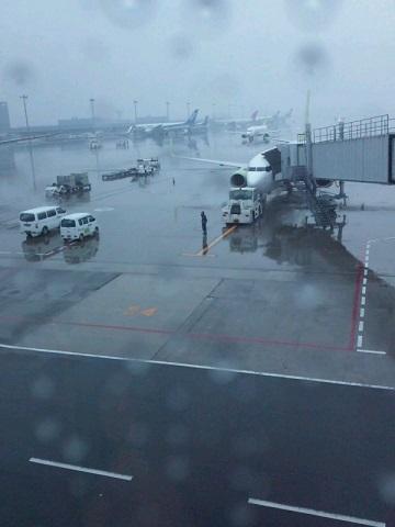 20140313用・雨の羽田空港