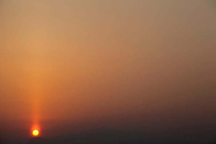2014年3月29日 春霞の中の栗駒山の夕景