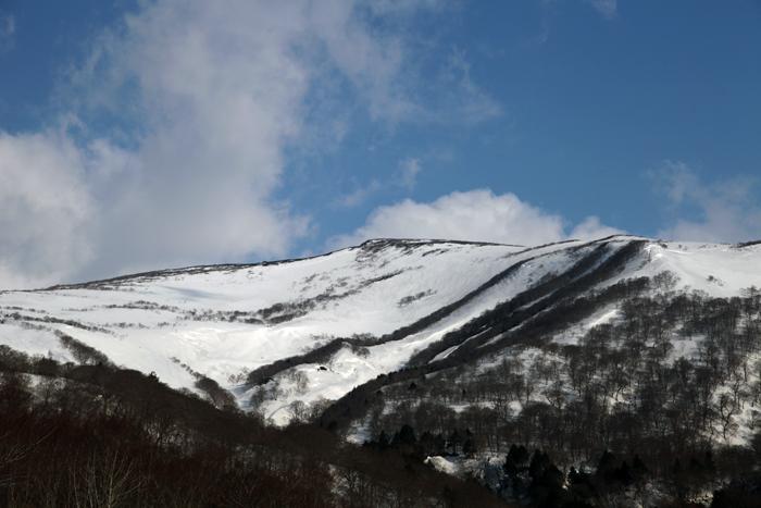 2014年4月12日 少しずつ雪解け進む東栗駒山