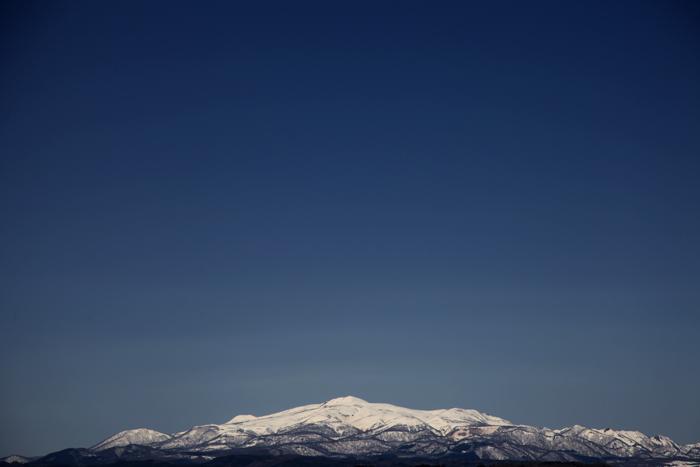 2014年4月13日 快晴の空に映える栗駒山