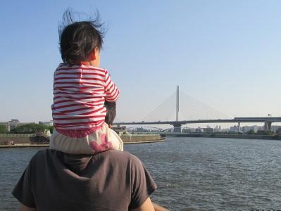 パパとあたちと川
