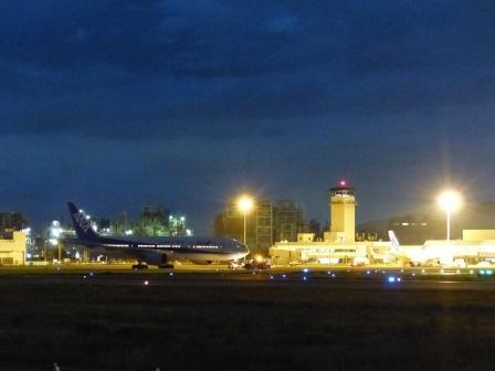夜の松山空港 1