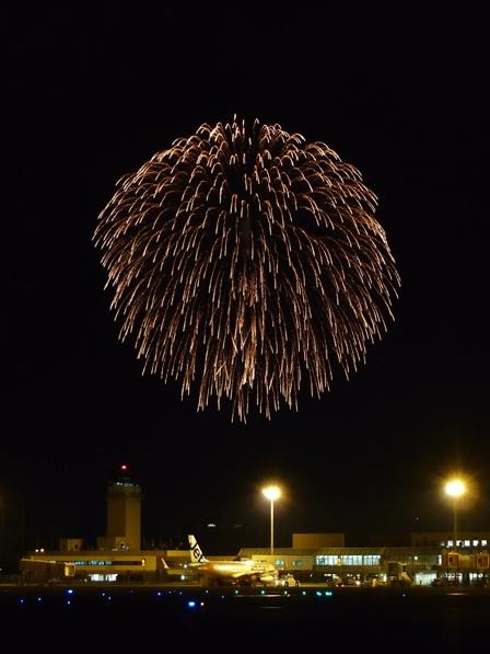 空港と花火 1