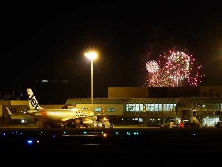 空港と花火 2