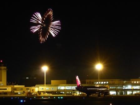 空港と花火 3