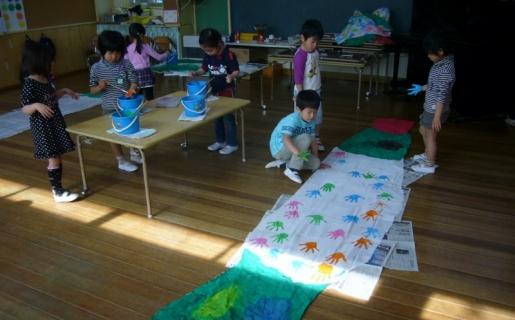 2014-04-16 26年度鯉のぼり製作年長 020 (800x497)