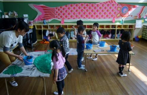 2014-04-16 26年度鯉のぼり製作年長 024 (800x516)