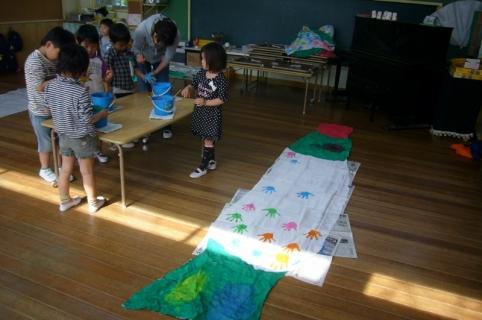 2014-04-16 26年度鯉のぼり製作年長 004 (800x531)