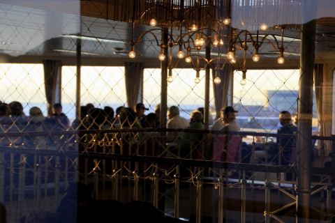 2014.10.29 フェリーのキャビン内 (東京湾フェリーの甲板から)