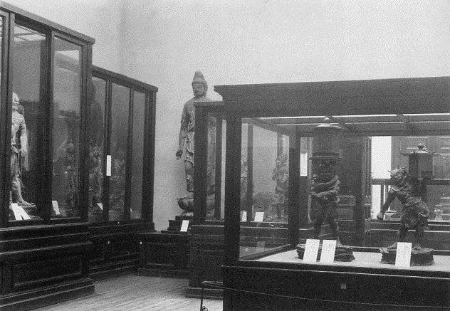 奈良帝室博物館~第3室仏像展示風景写真