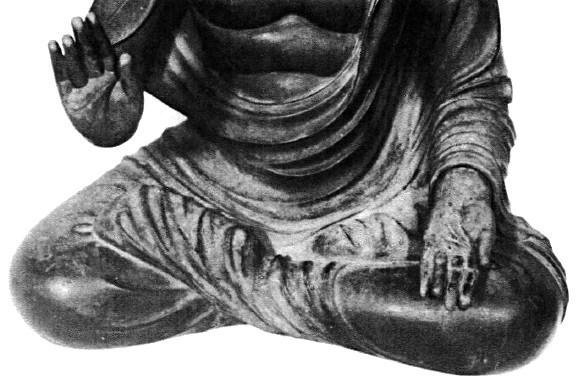 和束町薬師寺・薬師坐像の脚部~足先を衣でくるんでいる