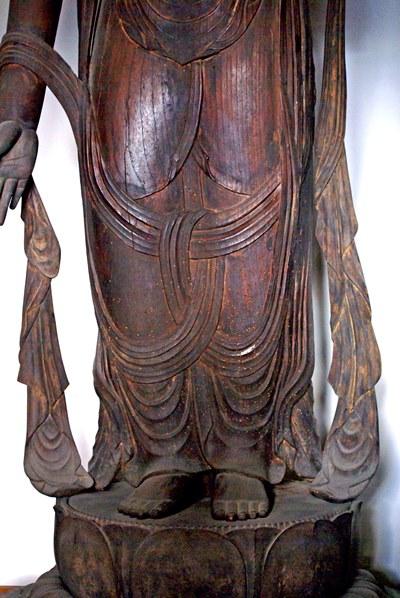 常念寺・菩薩立像~身体に密着した粘りある衣文表現