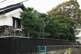 下鶴間:今でも黒塀の屋敷が残る