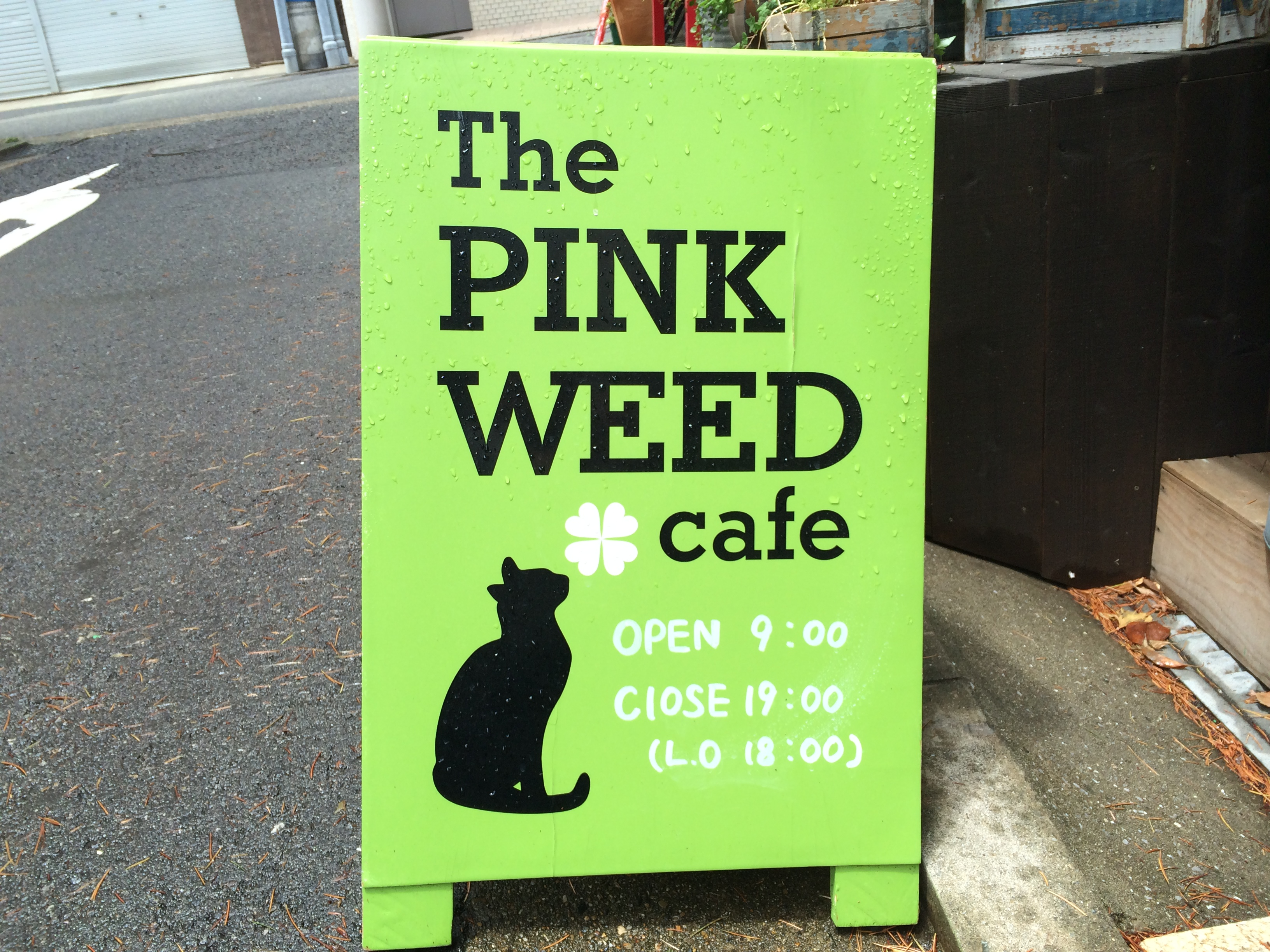 the pink weed cafe看板