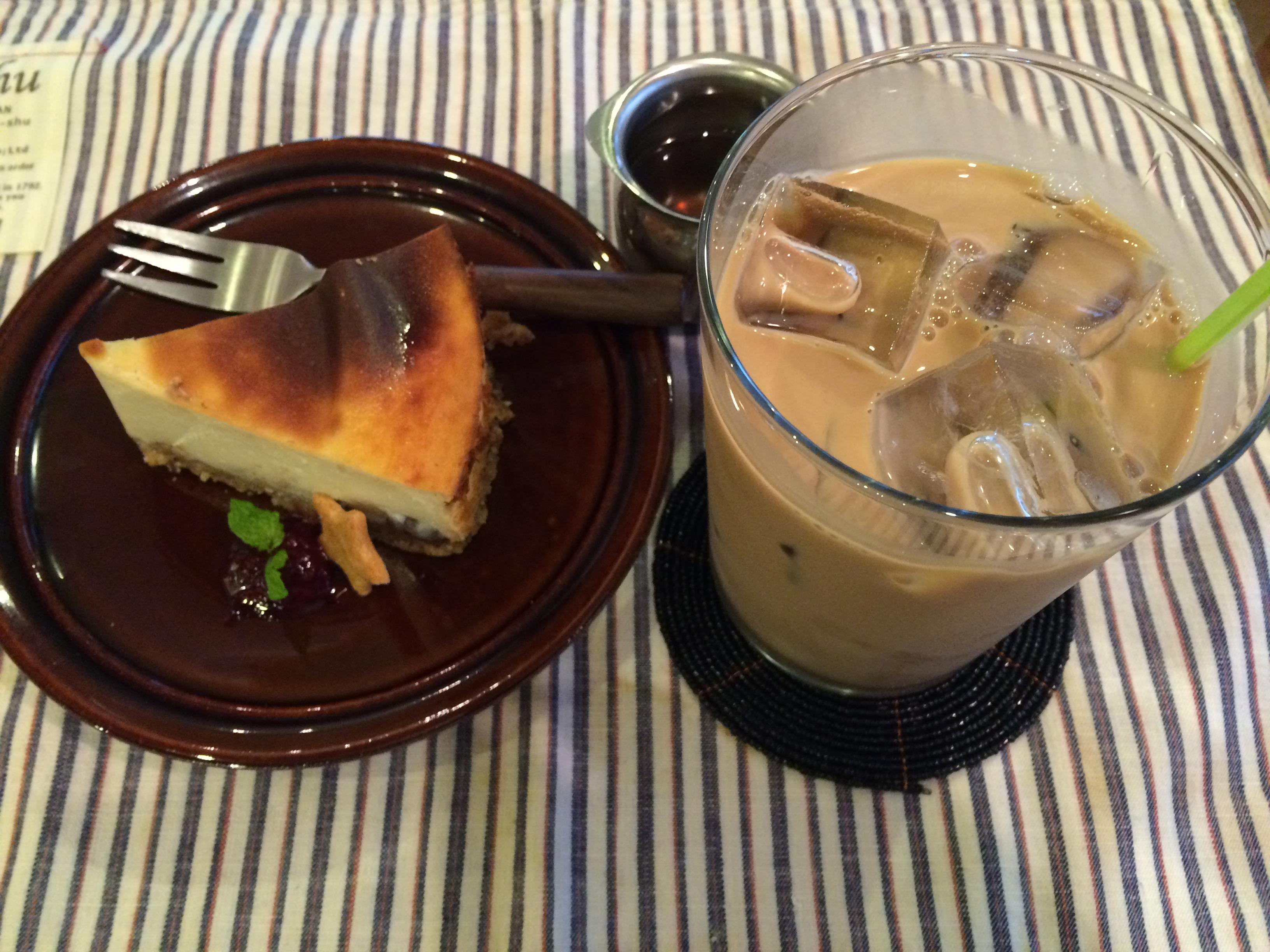the pink weed cafeソイチャイと豆腐のチーズケーキ