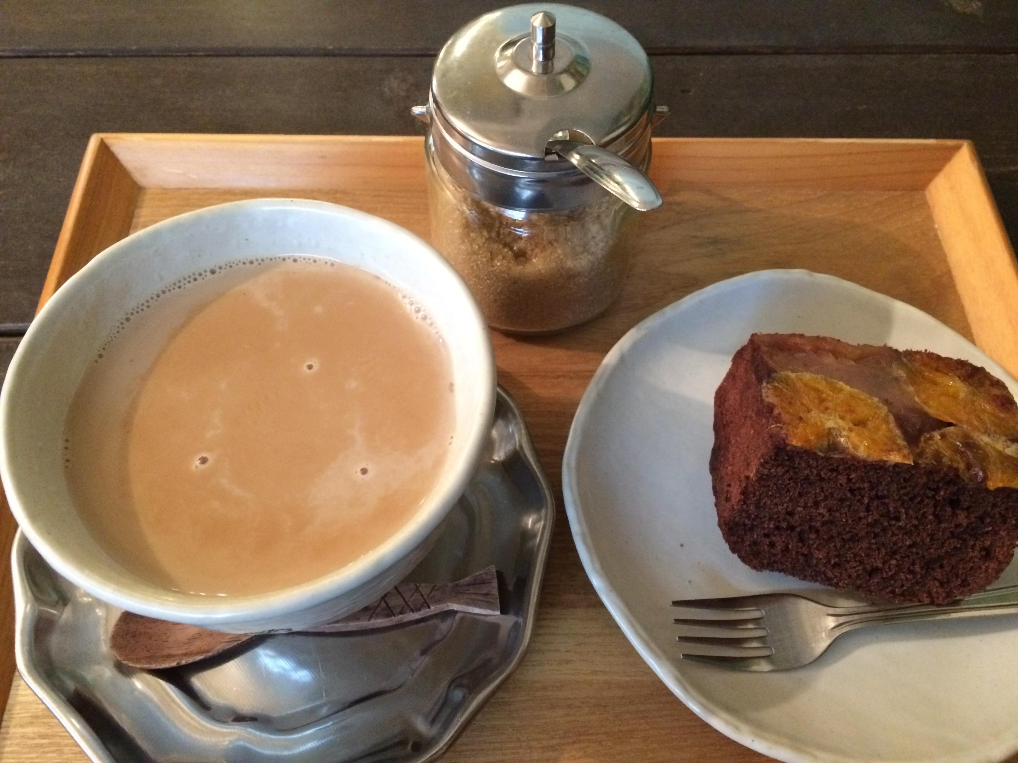 cosy cafeミカンとリンゴのココアケーキとチャイ