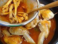 鶏手羽先のきのこ詰め トマトソースと白ワイン煮22