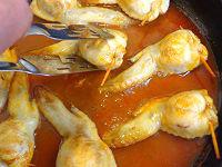 鶏手羽先のきのこ詰め トマトソースと白ワイン煮25