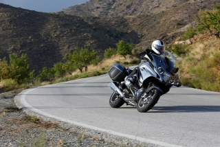 2014-bmw-r1200rt-looks-sharp-photo-gallery-720p-1.jpg