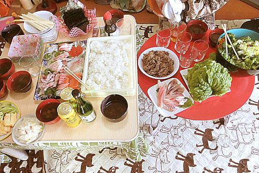 手巻き寿司様のお刺身・酢飯、卵焼き、アボカド、サラダ、しじみ汁、プルコギ、蕪の甘酢漬け、サンチュなどなど、、、