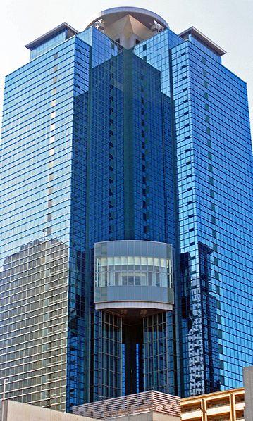 359px-Sumitomo_fudosan_shinjuku_oak_tower_2009-2_cropped.jpg