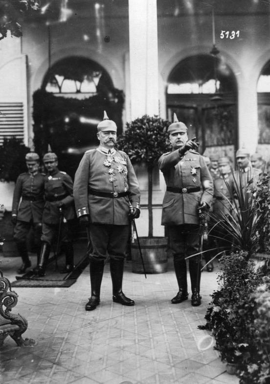 Bundesarchiv_Bild_146-1987-127-09A,_Paul_von_Hindenburg,_Erich_Ludendorff