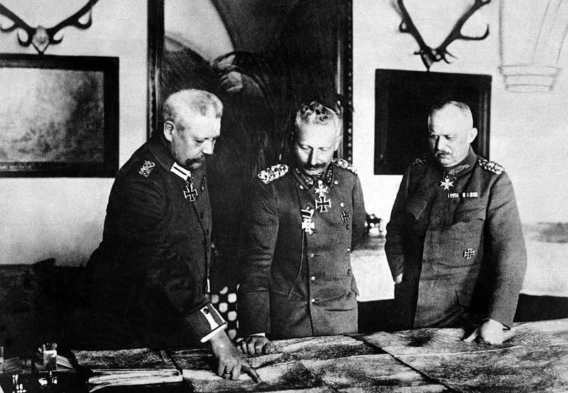 800px-Hindenburg,_Kaiser,_Ludendorff_HD-SN-99-02150