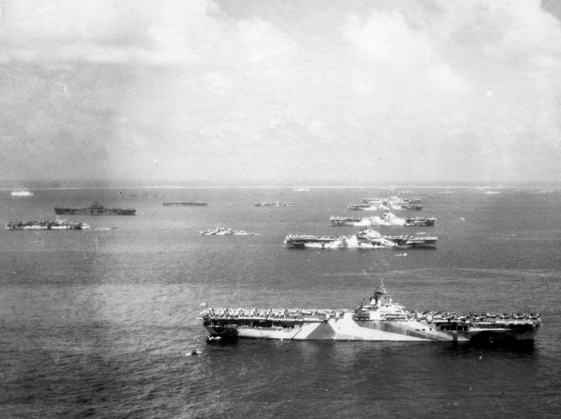 800px-Murderers_row_at_Ulithi_atoll.jpg
