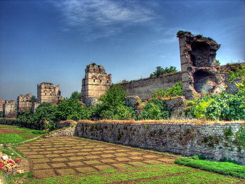 800px-Walls_of_Istanbul_06090.jpg