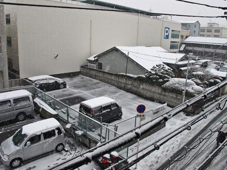 出社すぐの雪景色