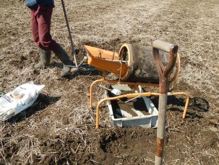 稲作苗用土作り (1)