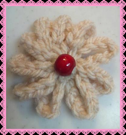 赤ウッドビーズ鎖編みのお花
