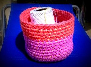 20140531 アクリル毛糸と農業資材のカゴ